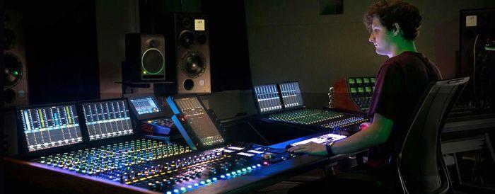 700px-Dolby_Atmos_S6-Wide.jpg