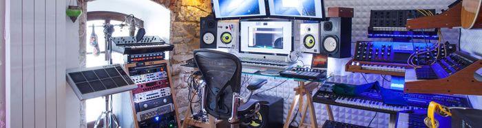 700px-Intro-MusicTech-012-Wide.jpg